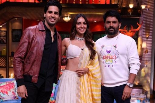 Sidharth Malhotra and Kiara Advani on the sets of The Kapil Sharma Show.