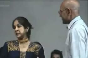 Old Video Shows Neena Gupta Forgets to Shake Hands With Amrish Puri at Award Show