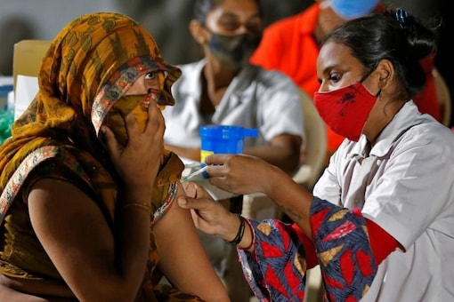A  woman in India receiving a dose of the covid-19 vaccine. (File photo/Reuters)