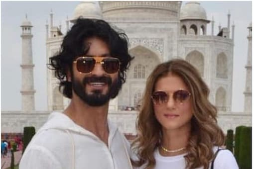 Vidyut Jammwal and fashion designer Nandita Mahatani are engaged. They pose in front of Taj Mahal