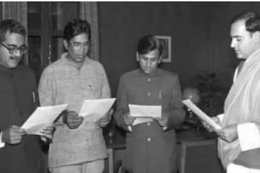 Arun Singh, Oscar Fernandes and Ahmed Patel being administered oath as parliamentary secretaries by late PM Rajiv Gandhi. The trio was popularly known as the 'Amar Akbar Anthony' of Congress. (Image: News18)
