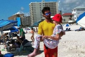 Lifeguards Help 95-year-old Dip Toes in Sand During Beach Vacation, Netizens Praise Act
