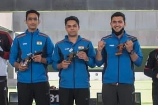 Anish Bhanwala, Adarsh Singh and Vijayveer Sidhu combined to win the gold medal in the men's 25m rapid fire pistol team event. (Twitter Photo)