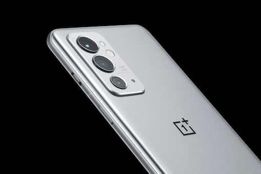 The OnePlus 9RT will come with a Qualcomm Snapdragon 888 chipset. (Image Credit: Twitter/ @sagirioshi)