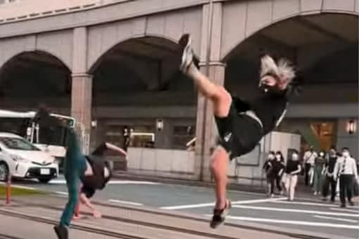 The highlight of the video was the videographer accompanying Kazuki who was recording his stunt in a similar movement. (Credits: Twitter)