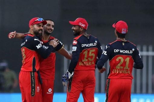 Virat Kohli celebrates with his RCB teammates (BCCI/IPL)