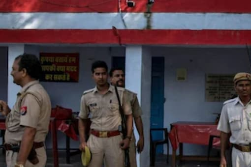 The girl said that her father showed her obscene films when she was in class 6 and tried to force her into the sexual act. (Representational Image: Reuters)