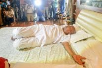 This is How Former PM Deve Gowda Celebrated Yoga Day 2018