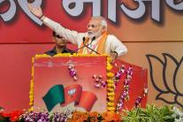 Day in Photos - September 25: PM Modi Addresses BJP Karyakarta Mahakumbh; Samsung Galaxy A7 Launch