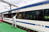 India's First Engineless Train - Train 18 Showcased to Media