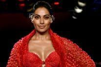 10 Glamorous Photos of Bipasha Basu Walking The Ramp