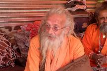 Meet the Australian Sadhu Who Broke Barriers of Faith and Found a Family at Kumbh Mela
