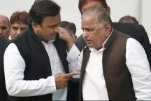 Worried About Exodus of Old SP Guards, Is Mulayam Eager to Take Back Party Reins From Son Akhilesh?