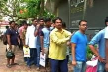 Reliance Jio 4G Launch: Long Queues on Day 1; Fast Data is Showstopper