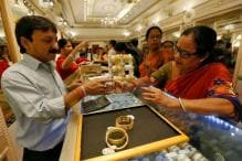 Gold Imports in December to Halve as Cash Crunch Squeezes Demand