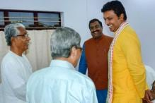 Biplab Deb Touches Manik Sarkar's Feet at Swearing-in, Counts on His Experience to Develop Tripura