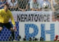 Cech saved Czechs from drubbing