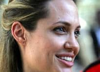 Jolie bids adieu | <a href='http://www.ibnlive.com/news/pitt-says-he-did-not-insult-indians/26471-8.html'>Pitt lashes out</a>