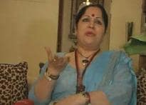 Shilpa's mother flies to her rescue