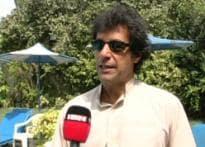 Imran offers free treatment to Geelani