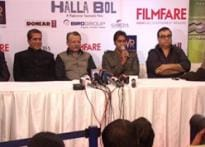 Delhi rolls out red carpet for <I>Halla Bol</I> premiere