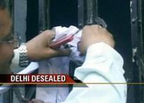 Delhi's dates with demolition</a> | <a href='http://www.ibnlive.com/news/delhi-desealed-centre-reverses-demolition-drive/57916-3.html'>De-sealed</a> | <a href='http://www.ibnlive.com/news/delhi-desealed-centre-reverses-demolition-drive/57916/comments.html'>Your Say</a>