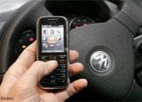 Airtel cuts long distance, roaming tariffs