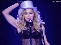 <a href='http://ibnlive.in.com/photogallery/1422.html'>Pics: Madonna pays tribute to Michael Jackson at O2</a>