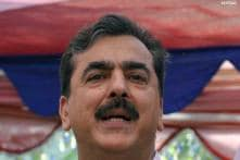 Gilani seeks to put row with military behind