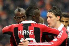Mario Balotelli scores twice as AC Milan beat Palermo 2-0