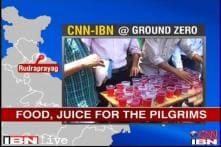 Uttarakhand floods: Traders distribute food to flood victims