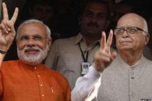 Modi, Advani attend BJP meet, discuss 2014 poll