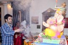 Photos: Ranbir Kapoor seeks blessings at Ganesh Utsav; gets mobbed by fans