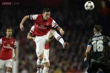 Ozil stars as Arsenal cruise past Napoli in Champions League