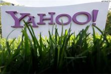 Yahoo's net revenue dips along with ad prices