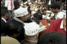 CM Kejriwal turns 'anarchist', blocks heart of national capital