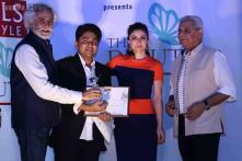 Soha Ali Khan felicitates debutant fashion designer at WIFW