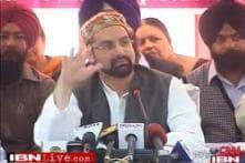 Mirwaiz calls for boycott of polls, brands it a futile exercise