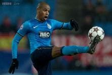 Manchester City complete signing of Fernando from Porto