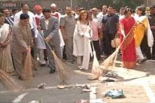 Prime Minister appreciates Nita Ambani for taking up the 'Clean India' challenge