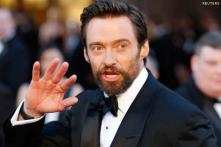 Hugh Jackman hurts his finger onstage, the wound bleeds for an hour