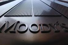 Oil prices to average US dollars 33 per barrel on low demand: Moody's
