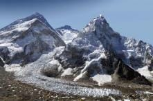 Cracks and holes develop in Mt Everest after Nepal earthquake