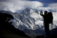 Nepal extends Everest permits for climbers put off by earthquakes