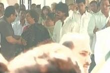 Shah Rukh Khan pays homage to his father-in-law in Delhi