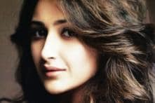 Sayyeshaa Thrilled to Team up with Vijay in Junga