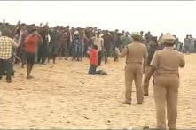 Police Start Evicting Jallikattu Protesters From Marina Beach