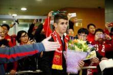 Shanghai SIPG Fans Cheer as Oscar Arrives in China