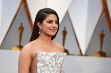 Priyanka's Interview With Jennifer at Oscars 2017 is Fun