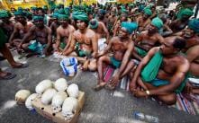 TN Farmers Bury Themselves in the River Bank to Demand for a Cauvery Management Board